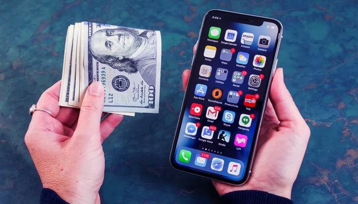 Smartphones Manage Money